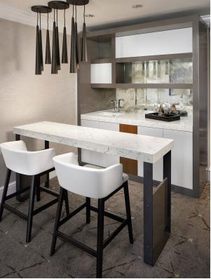 11 floor suites bar