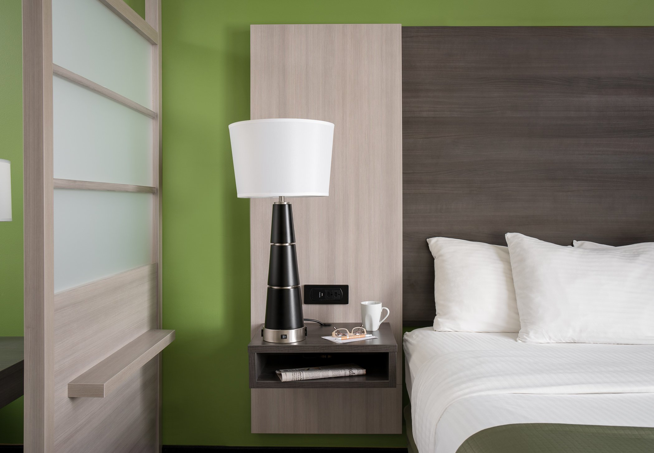 Best Hotel Room Design Tips for Small Hotel Rooms
